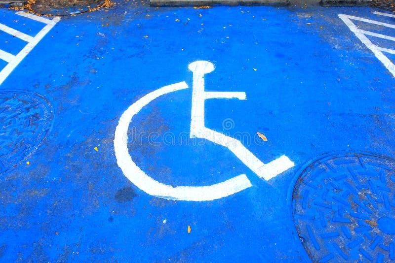 Χαρακτηρισμός του εκτός λειτουργίας διαστήματος χώρων στάθμευσης αναπηρίας στοκ εικόνα