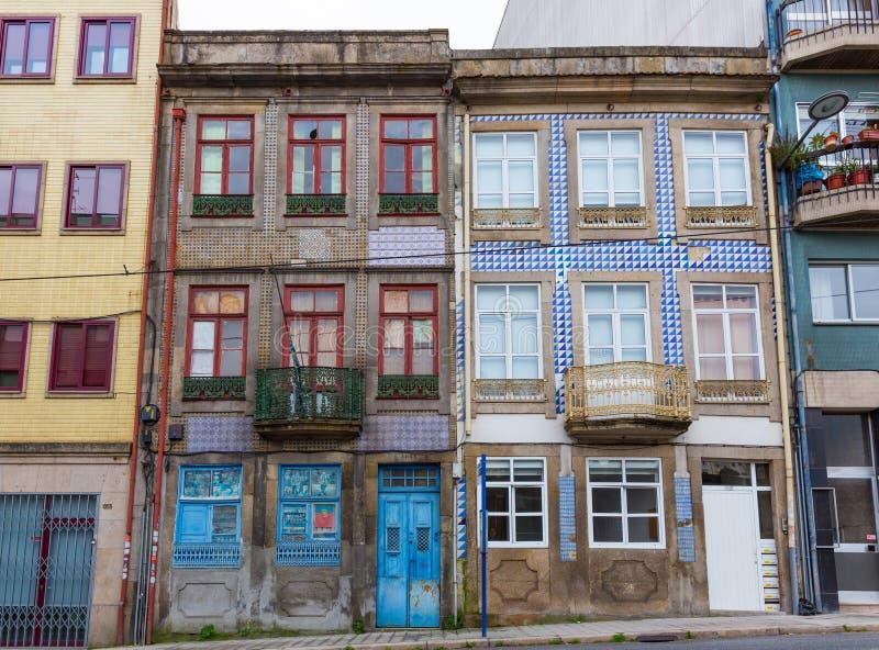 Χαρακτηριστικά παλαιά σπίτια στο Πόρτο, στην Πορτογαλία στοκ εικόνες