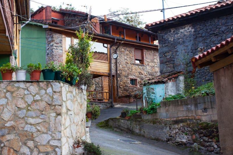Χαρακτηριστικά σπίτια πετρών στο Λα Rebollada, αστουρίες στοκ φωτογραφία