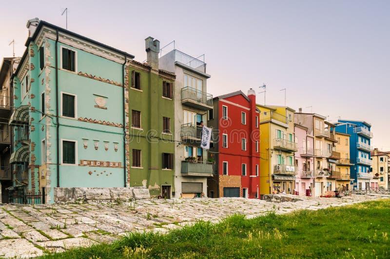 Χαρακτηριστικά σπίτια σε Sottomarina (Ιταλία) στοκ φωτογραφία