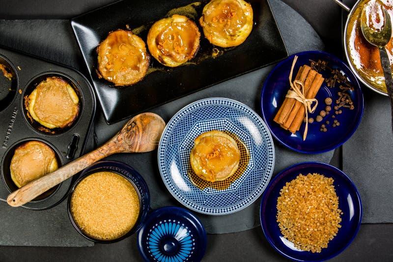 Χαρακτηριστικά σπιτικά πορτογαλικά Tarts κρέμας στοκ φωτογραφίες με δικαίωμα ελεύθερης χρήσης