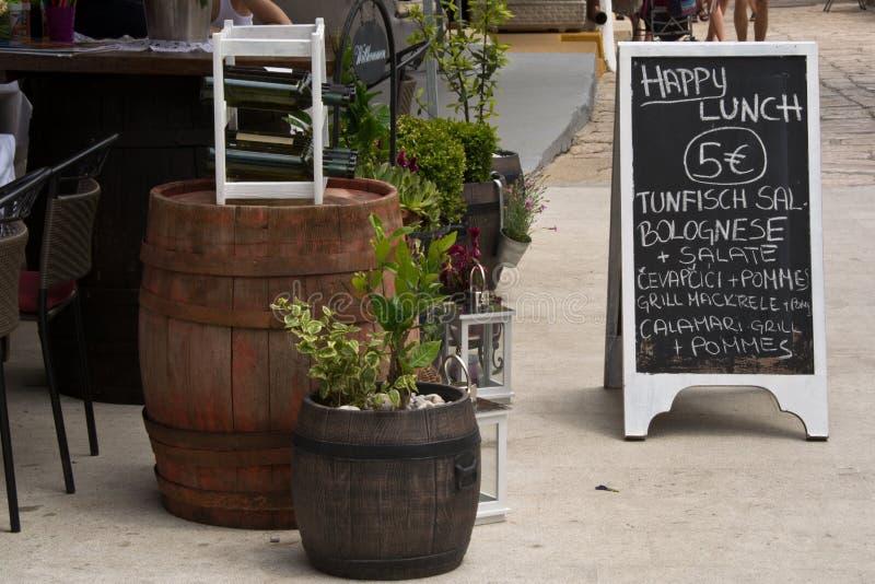 Χαρακτηριστικές επιλογές εστιατορίων στην κροατική ακτή στοκ εικόνες με δικαίωμα ελεύθερης χρήσης
