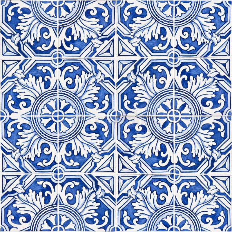 Χαρακτηριστικές πορτογαλικές διακοσμήσεις με τα χρωματισμένα κεραμικά κεραμίδια - fron στοκ εικόνες