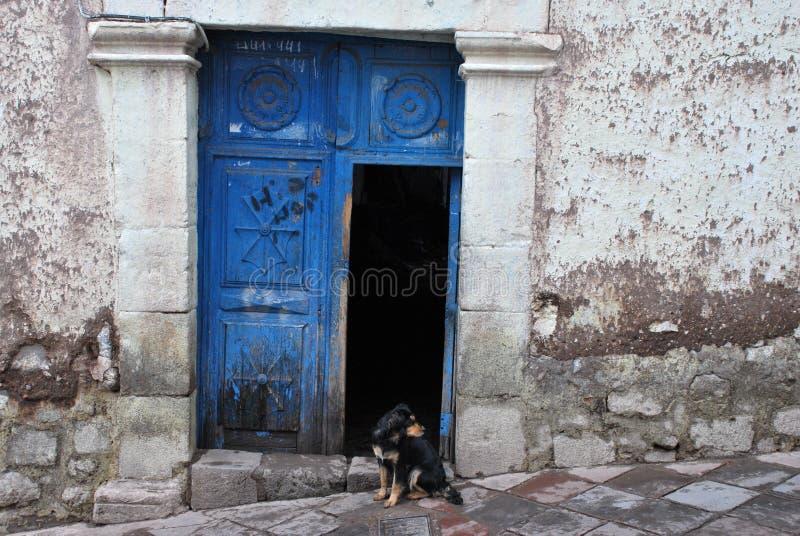Χαρακτηριστική αποικιακή αρχιτεκτονική σε Cusco στοκ εικόνα με δικαίωμα ελεύθερης χρήσης