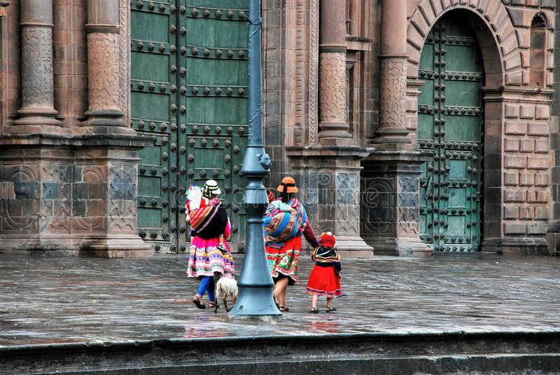 Χαρακτηριστική αποικιακή αρχιτεκτονική σε Cusco στοκ εικόνα
