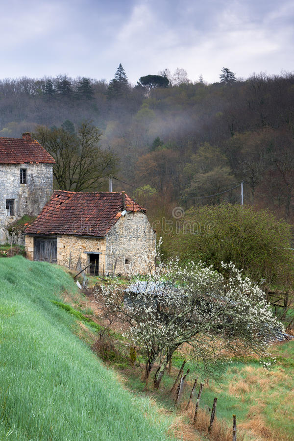 Χαρακτηριστική γαλλική αυλή στοκ φωτογραφίες με δικαίωμα ελεύθερης χρήσης