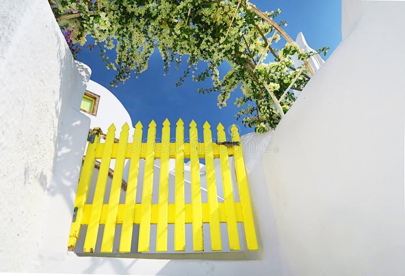 Χαρακτηριστική όμορφη ελληνική αρχιτεκτονική σε Santorini στοκ φωτογραφίες