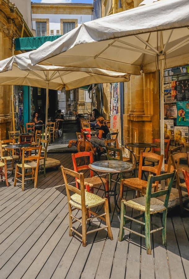 Χαρακτηριστικός καφές backstreet στο κέντρο της Λευκωσίας στοκ φωτογραφία