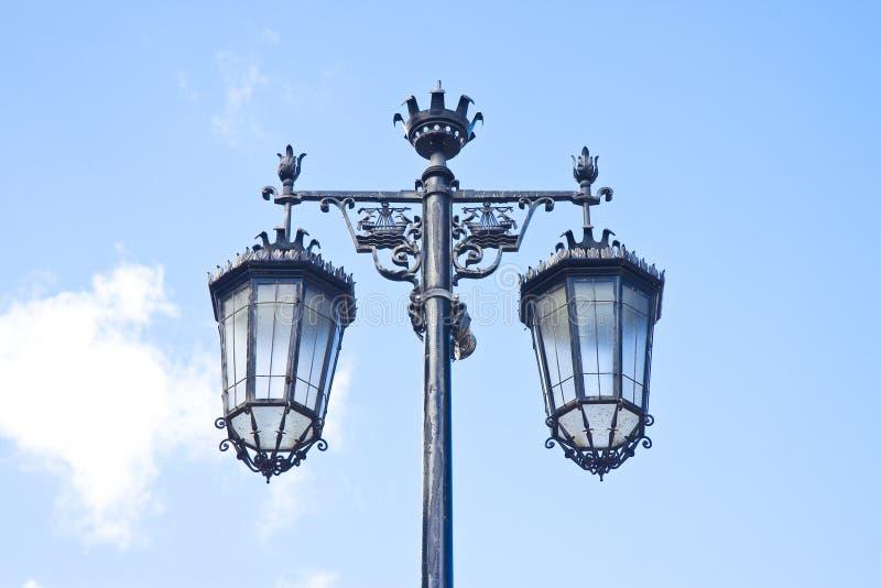 Χαρακτηριστικός κλασικός πορτογαλικός φωτεινός σηματοδότης - εικόνα με το διάστημα αντιγράφων στοκ εικόνες