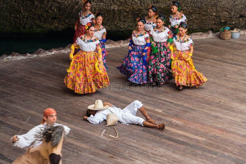 Χαρακτηριστικός μεξικάνικος χορός στοκ εικόνες
