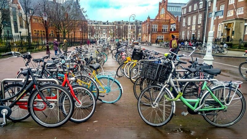 Χαρακτηριστικός χώρος στάθμευσης του Άμστερνταμ στοκ εικόνα