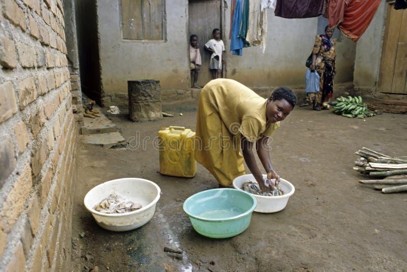 Χαρακτηριστικό από την Ουγκάντα εσωτερικό τοπίο, του χωριού ζωή στοκ εικόνα