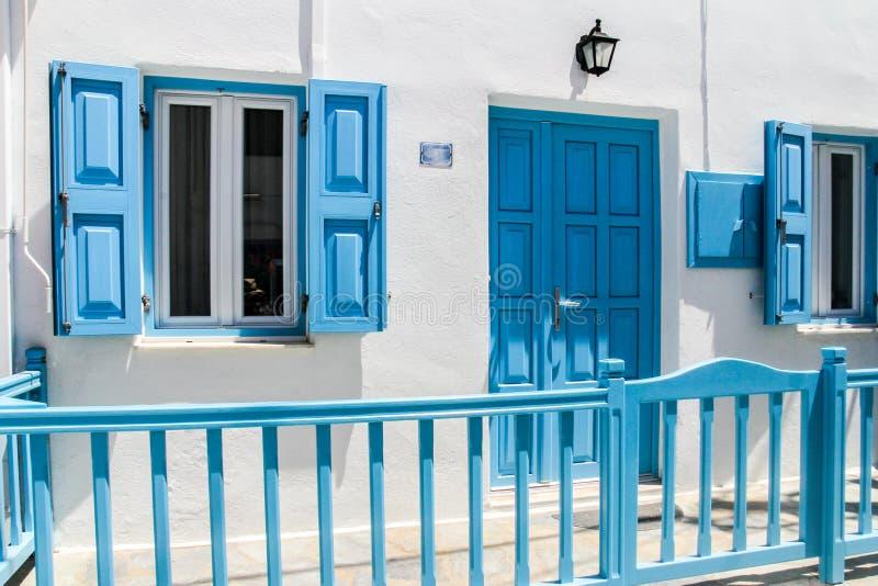 Χαρακτηριστικό ασπρισμένο σπίτι στοκ φωτογραφία