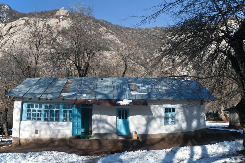 Χαρακτηριστικό ιδιωτικό σπίτι στο ορεινό χωριό της κοιλάδας Sarikhos στοκ εικόνες
