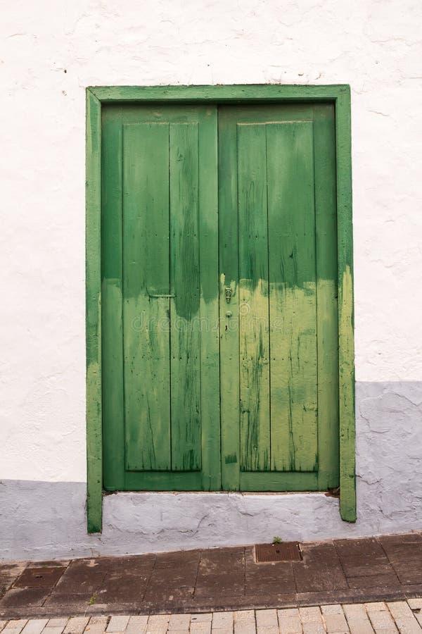 Χαρακτηριστικό πράσινο χρώμα της πόρτας, Tenerife, Ισπανία στοκ φωτογραφίες