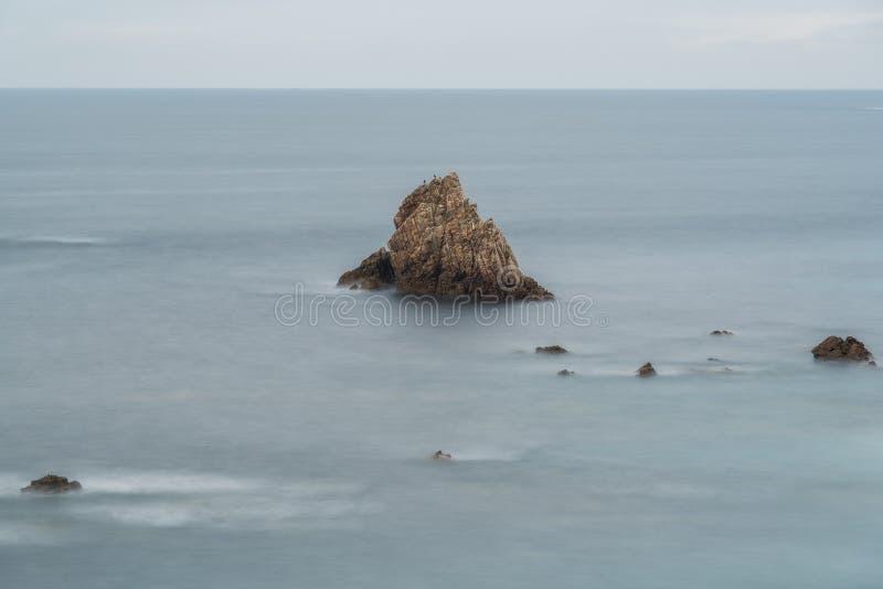 Μόνος βράχος στοκ φωτογραφίες