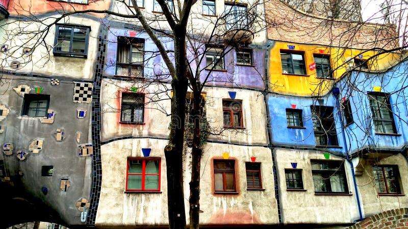 Χαρακτηριστικό χρωματισμένο σπίτι, μουσείο, Βιέννη στοκ φωτογραφία