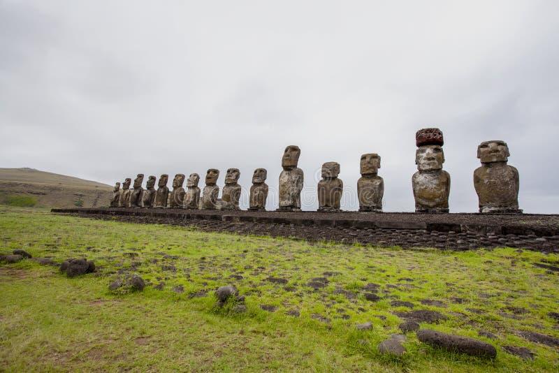 Χαρασμένα αγάλματα πετρών - Moais - Ahu Tongariki, νησί Πάσχας Rapa Nui - Χιλή στοκ φωτογραφία