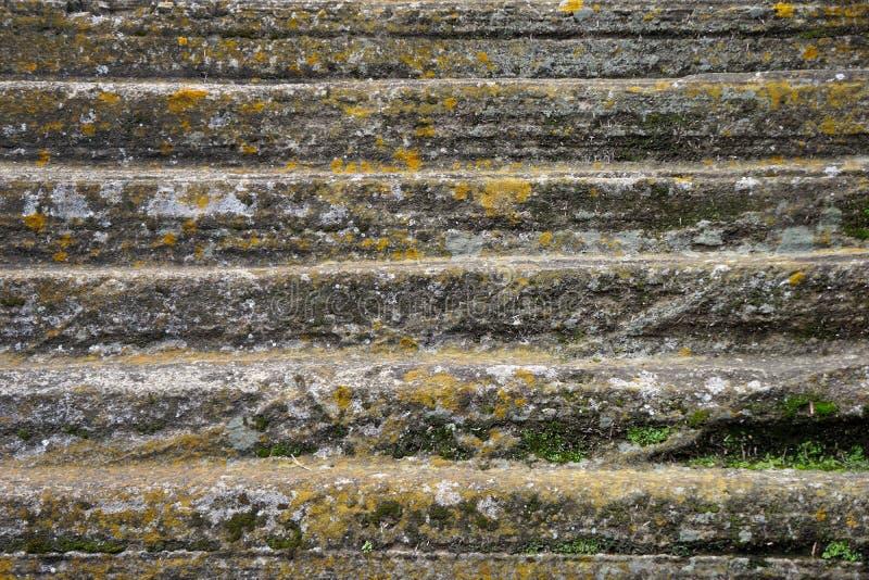Χαρασμένα χέρι σκαλοπάτια πετρών καταστροφών στοκ εικόνες