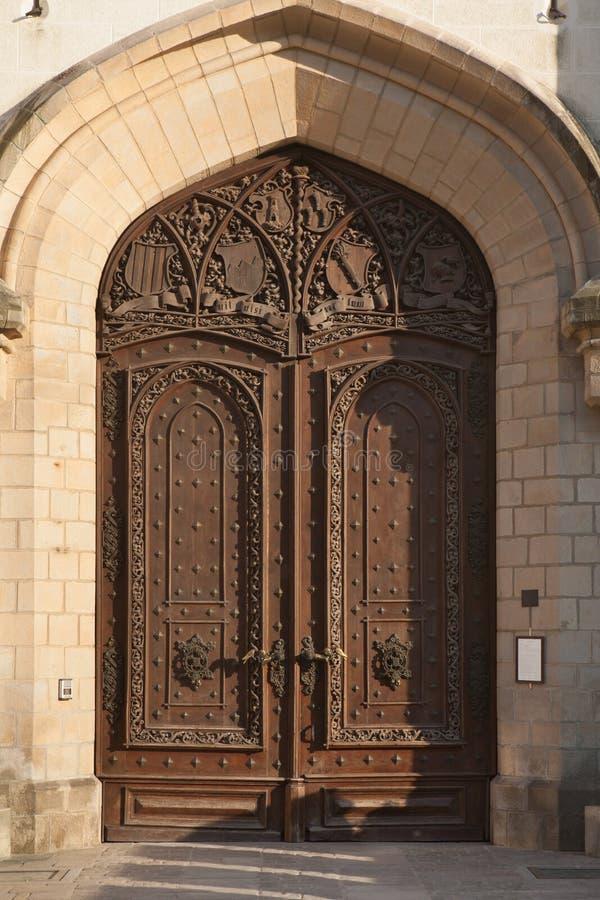 Χαρασμένη ξύλινη πύλη του Hluboka Castle, Δημοκρατία της Τσεχίας στοκ φωτογραφία με δικαίωμα ελεύθερης χρήσης