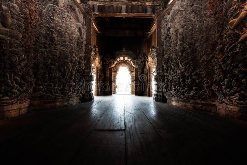 Χαρασμένο εσωτερικό ναών στοκ φωτογραφία