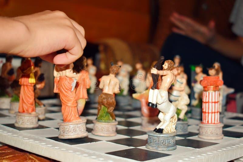 Χαρασμένο λογαριασμένο ξύλινο σκάκι παιχνιδιών στοκ εικόνα