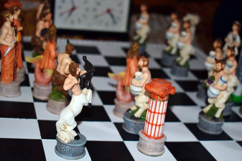 Χαρασμένο λογαριασμένο ξύλινο σκάκι παιχνιδιών στοκ εικόνες