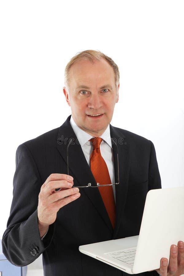 Χαρισματικός επιχειρηματίας με το lap-top στοκ φωτογραφία με δικαίωμα ελεύθερης χρήσης
