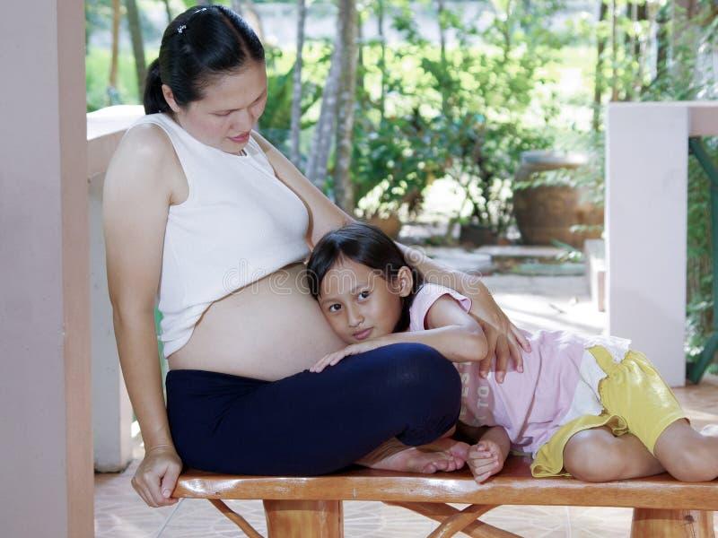 Χαριτωμένη έγκυος κοιλιά στοκ φωτογραφίες με δικαίωμα ελεύθερης χρήσης