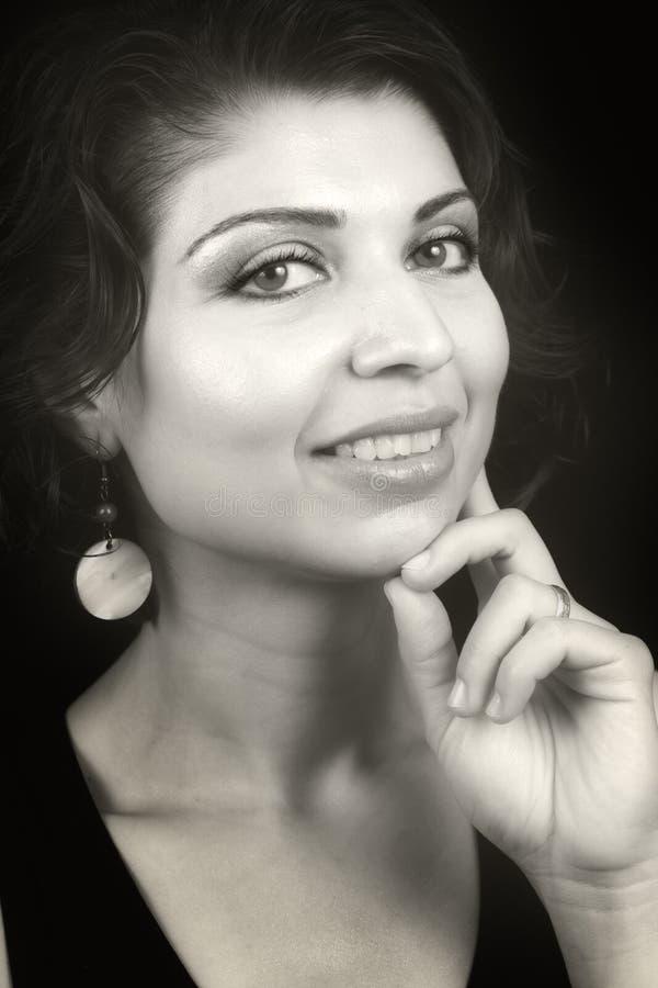 χαριτωμένη αισθησιακή γυναίκα πορτρέτου γοητείας ματιών στοκ φωτογραφία
