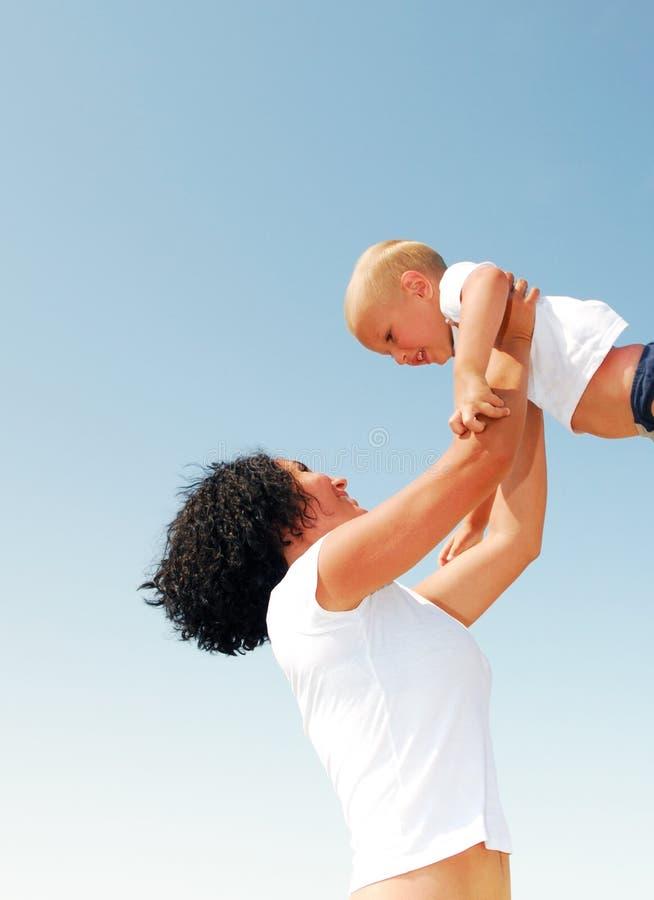χαριτωμένη εκτίναξη μητέρων &alph στοκ εικόνα με δικαίωμα ελεύθερης χρήσης