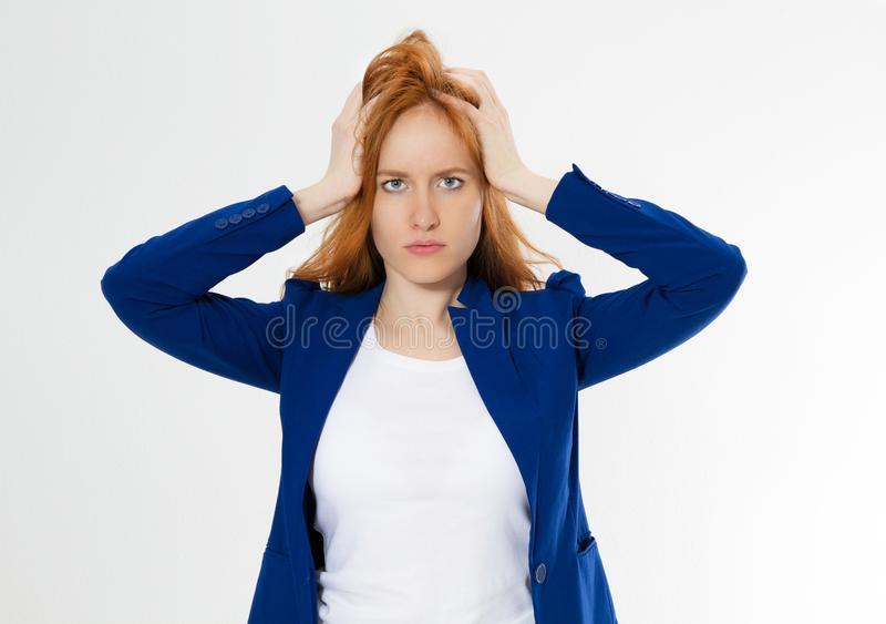 Χαριτωμένη, νέα όμορφη κόκκινη hair woman do facepalm Redhead υποστείτε τον πονοκέφαλο κοριτσιών που αποτυγχάνουν να ανατρέψει το στοκ εικόνα