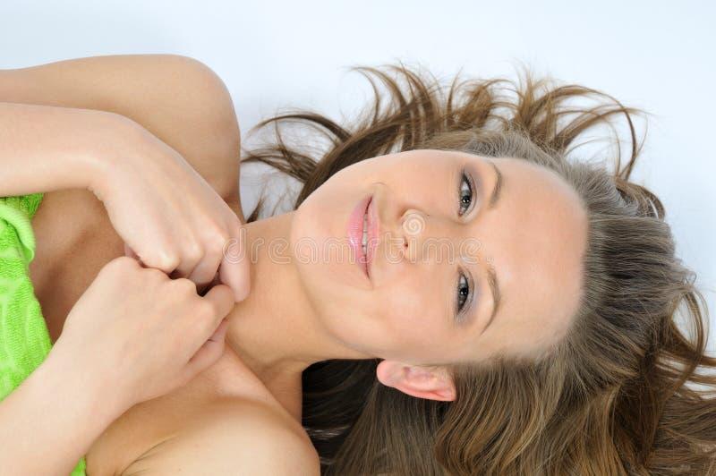 χαριτωμένη πετσέτα χαμόγελ στοκ φωτογραφία με δικαίωμα ελεύθερης χρήσης