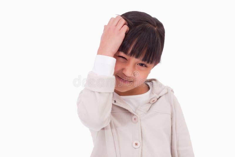 Χαριτωμένη σκέψη κοριτσιών στοκ φωτογραφία με δικαίωμα ελεύθερης χρήσης