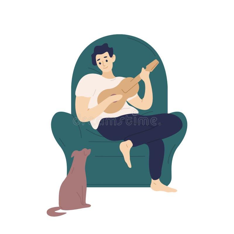 Χαριτωμένη συνεδρίαση αγοριών στη comfy πολυθρόνα και παιχνίδι ukulele για το σκυλί του Αστείος λατρευτός μουσικός με την κιθάρα  ελεύθερη απεικόνιση δικαιώματος