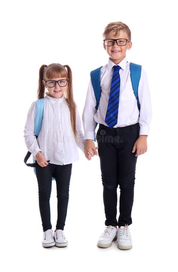 Χαριτωμένοι μικροί μαθητές στο άσπρο υπόβαθρο στοκ φωτογραφία