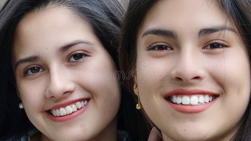 Χαριτωμένοι φίλοι κοριτσιών στοκ φωτογραφίες με δικαίωμα ελεύθερης χρήσης
