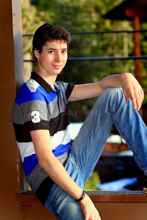 χαριτωμένος έφηβος αγορ&iota στοκ εικόνα