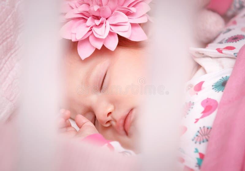Χαριτωμένος λίγος ύπνος μωρών στοκ φωτογραφία με δικαίωμα ελεύθερης χρήσης