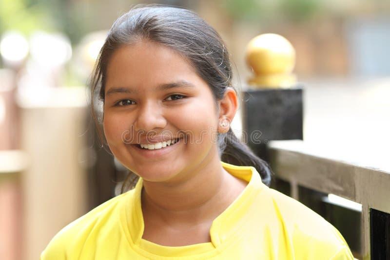 χαριτωμένος ινδικός εφηβ&io στοκ εικόνες