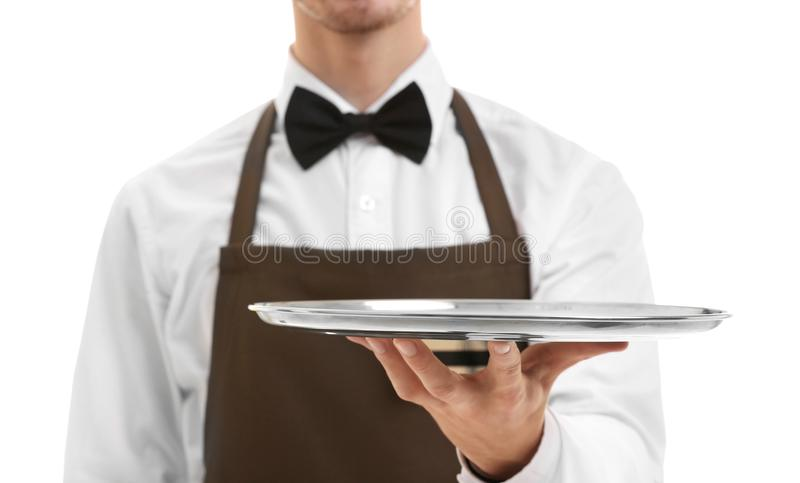 Χαριτωμένος σερβιτόρος που κρατά τον καφετή φάκελλο λογαριασμών στοκ φωτογραφίες με δικαίωμα ελεύθερης χρήσης