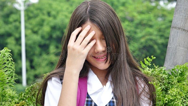 Χαριτωμένος σπουδαστής κοριτσιών και συστολή στοκ φωτογραφίες με δικαίωμα ελεύθερης χρήσης