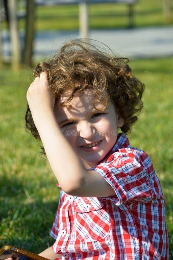 Χαριτωμένο αγόρι ξανθών μαλλιών στοκ εικόνα