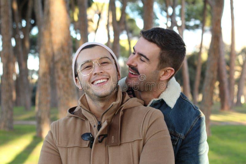 Χαριτωμένο ζεύγος που ζει ο ομοφυλοφιλικός τρόπος ζωής στοκ φωτογραφίες με δικαίωμα ελεύθερης χρήσης
