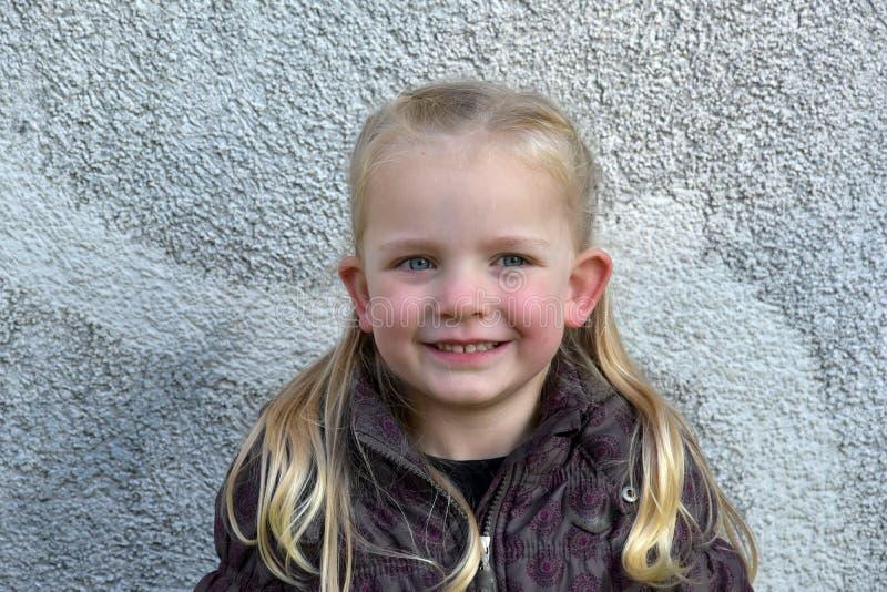 Download χαριτωμένο κορίτσι λίγα στοκ εικόνες. εικόνα από childhood - 62723102