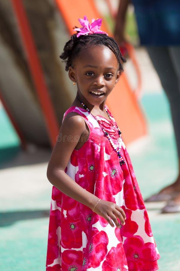 χαριτωμένο κορίτσι αφροαμερικάνων λίγο πορτρέτο στοκ εικόνες