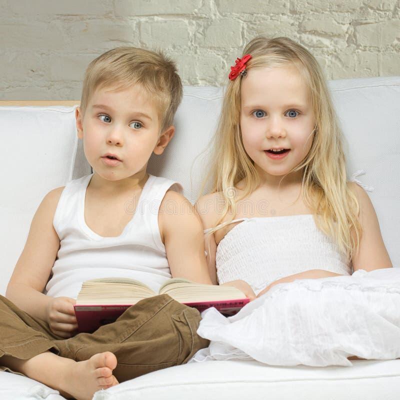 χαριτωμένο κορίτσι παιδιών στοκ φωτογραφίες με δικαίωμα ελεύθερης χρήσης
