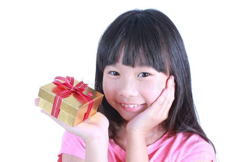χαριτωμένο κορίτσι δώρων κ&io στοκ εικόνες με δικαίωμα ελεύθερης χρήσης