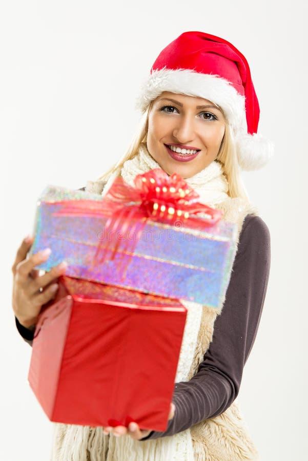χαριτωμένο κορίτσι δώρων Χρ στοκ εικόνες