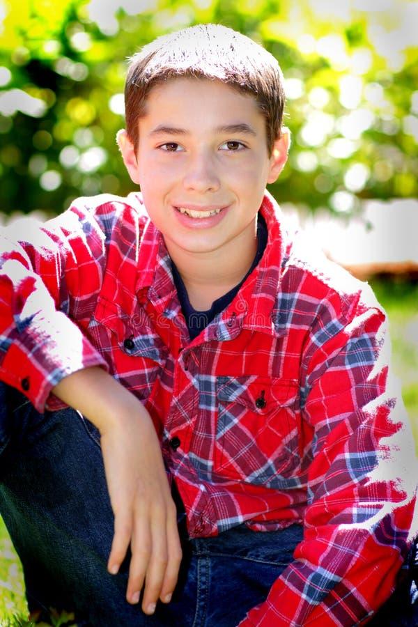 Χαριτωμένο μελαχροινό Eyed Tween αγόρι στοκ φωτογραφίες με δικαίωμα ελεύθερης χρήσης